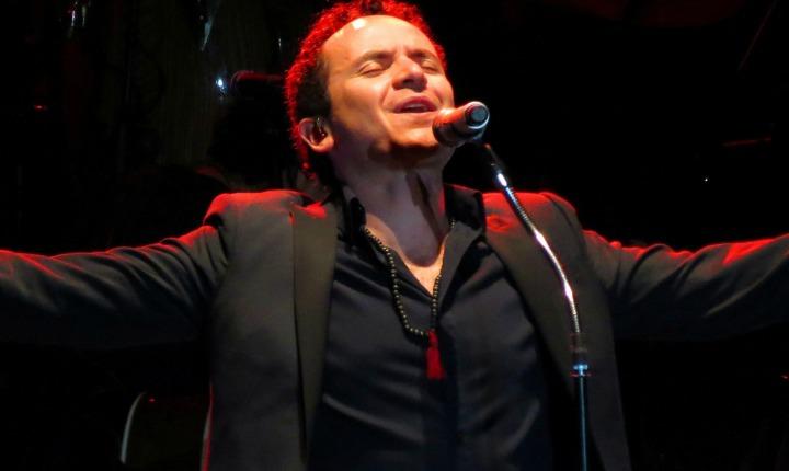 Fonseca cantó a las mujeres en su día desde México
