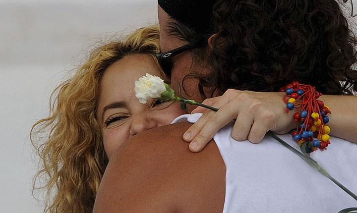 Shakira se junta con Carlos Vives para su nueva canción: 'la bicicleta'