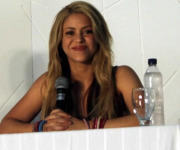 Con manos en forma de corazón, Shakira agradece a sus fans