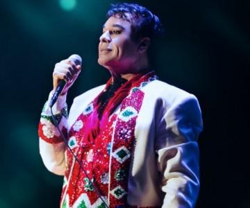 Juan Gabriel gasta más de 5 mil dólares por vestido