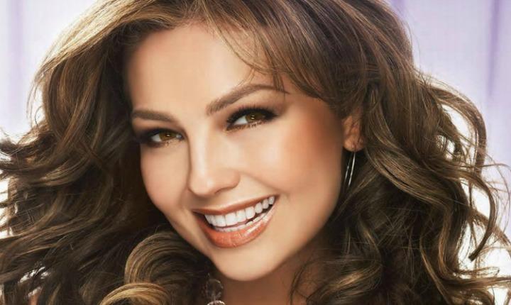Thalía se suma a las artistas que se muestran sin maquillaje