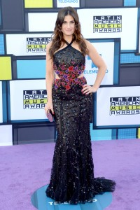 idina-menzel-2016-latin-american-music-awards-red-carpet-fashion-randi-rahm-tom-lorenzo-site-1