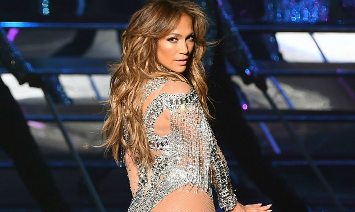 Lluvia de celebridades en show de Jennifer López