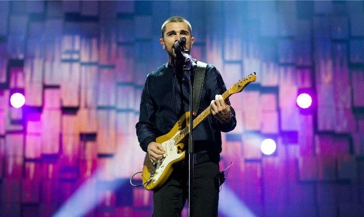 Juanes recibe Disco de Platino en México