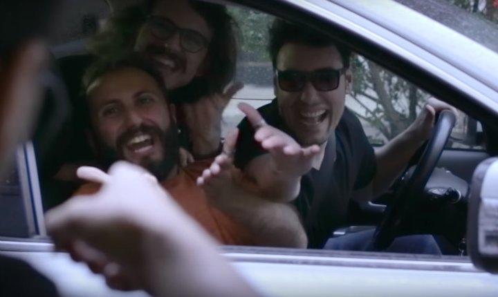 """Los italianos que """"odian"""" cantar 'Despacito' recibieron una sorpresa"""