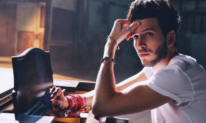 Sebastián Yatra le canta al desamor con 'Devuélveme El Corazón'