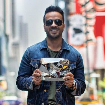 Luis Fonsi recibe Botón de Diamante de YouTube