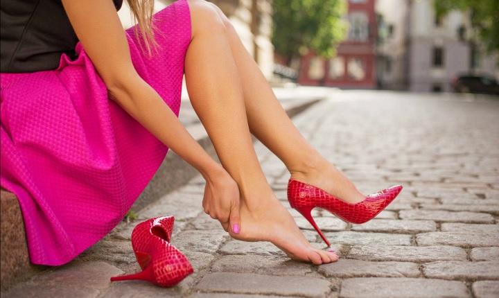 Tips para favorecer tus piernas al elegir zapatos