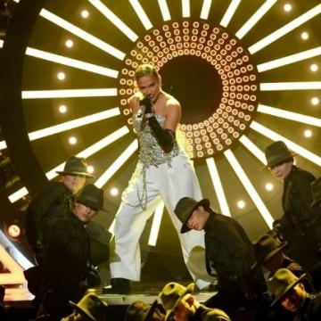 JLo estrenó su tema 'Dinero' en los Premios Billboard