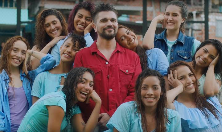 Juanes destaca la diversidad de la belleza femenina en 'Pa' Dentro'