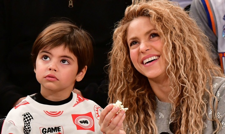 Insultan al hijo de Shakira por sostener cartel en catalán