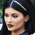 9-celebrities-show-you-how-to-wear-hair-accessories-1606314-1450798069.700x0c