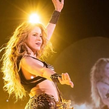 Shakira sorprendida por homenaje hecho por Reina del Carnaval