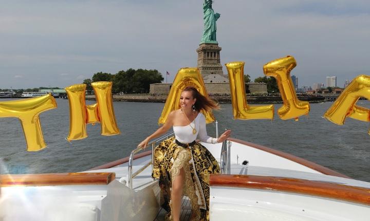 Thalía celebró su cumpleaños con su añorada piñata