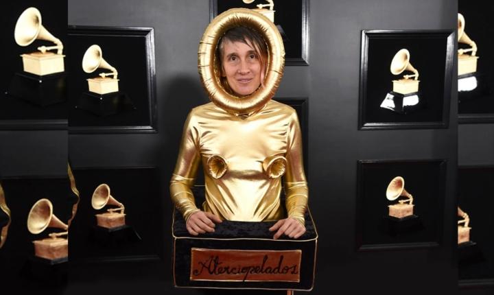 Andrea Echeverry habla del traje que usó en los Grammy
