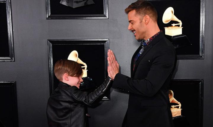 Ricky Martin y su hijo se roban la atención en los Grammy