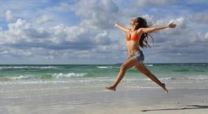 vacaciones-chica-mujer-playa-libre-alegria-getty