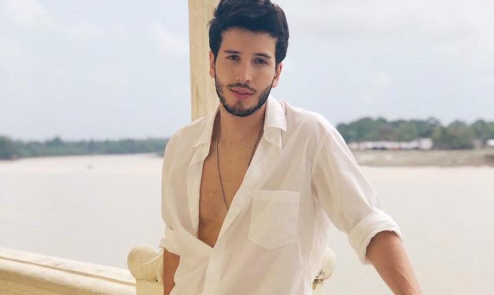 La razón por la que Sebastián Yatra ya no usa camisas abiertas