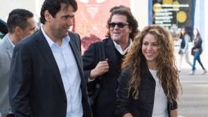 Shakira y Carlos Vives llegando al Juzgado de lo Mercantil en Madrid