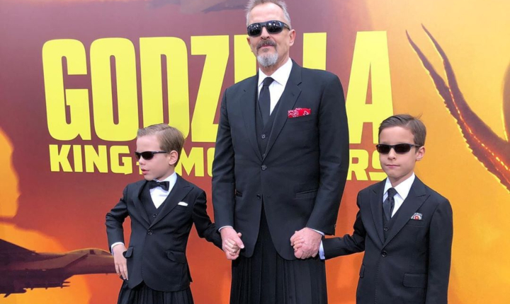 Ex de Miguel Bosé desaprueba que sus hijos usen falda