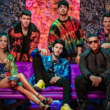 Sebastián Yatra hará cantar en español a los Jonas Brothers