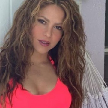 Shakira desmiente embarazo presumiendo un bikini