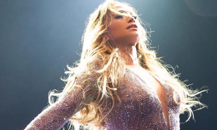 Demandan a Jennifer López en Egipto por bailar con poca ropa