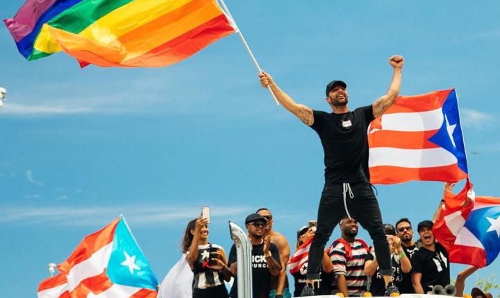 Ricky Martin le dice a puertorriqueños que salgan a las calles