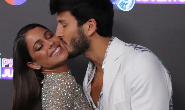 Sebastián Yatra y Tini derrocharon amor en Premios Juventud
