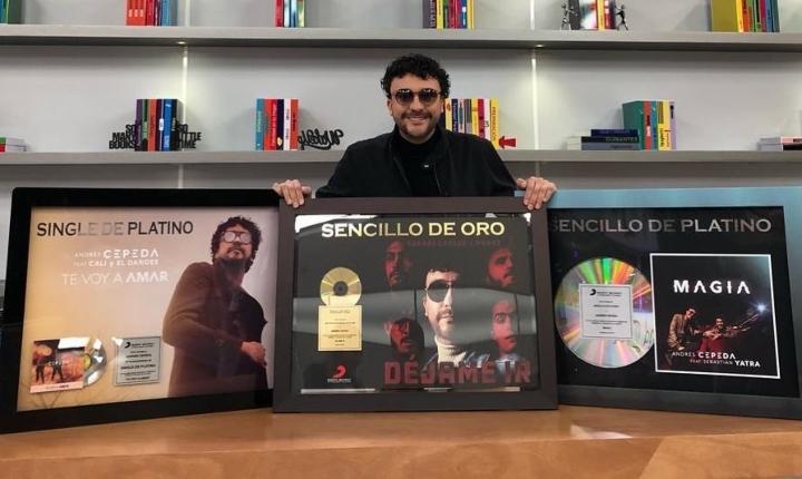 Andrés Cepeda recibe certificaciones por éxito en plataformas digitales
