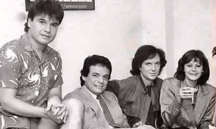 Sale a la luz foto de Camilo Sesto con Juan Gabriel, Rocío Durcal y José José