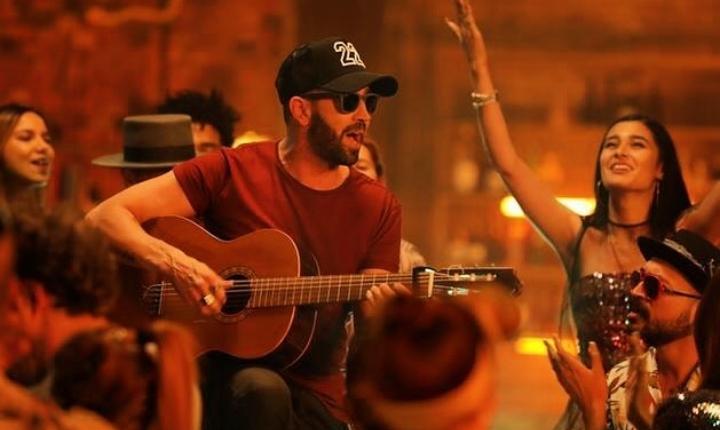 Lucas Arnau lanza su nuevo sencillo 'Mientras Tanto'