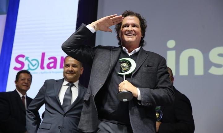 Carlos Vives recibe premio a la Innovación por Fenalco