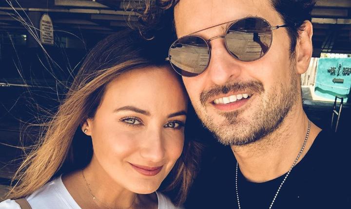 Esposa de Tommy Torres sorprendió durante concierto virtual