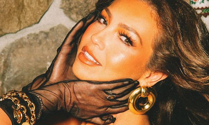 Thalía muestra en redes la realidad de su rostro