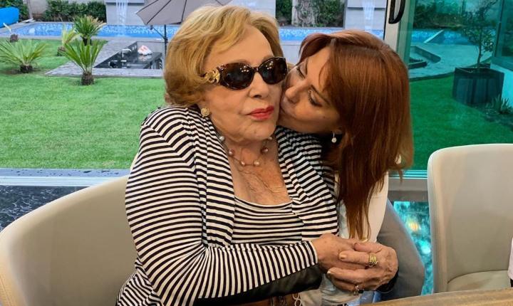Alejandra Guzmán da parte de tranquilidad por salud de su madre
