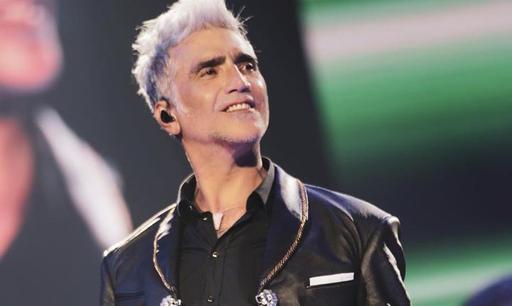 Alejandro Fernández emociona al público con un gran invitado