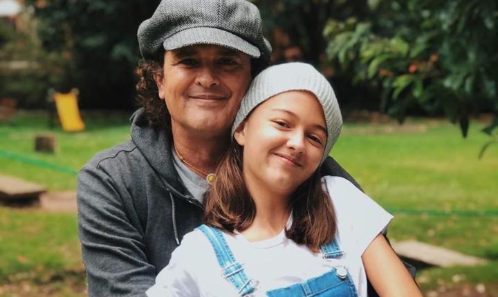 Hija de Carlos Vives lo regañó por comentario machista