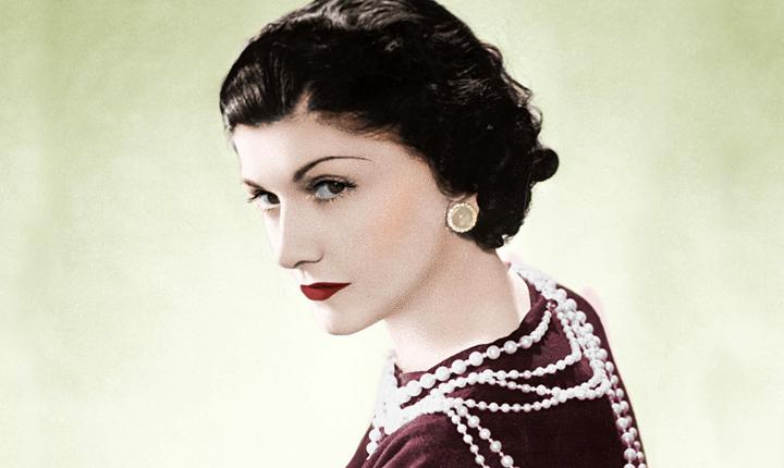 Las 5 prendas que creó Coco Chanel para la mujer trabajadora