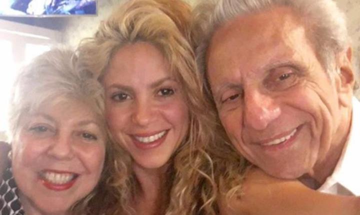 Shakira teme por la salud de sus padres debido al COVID-19