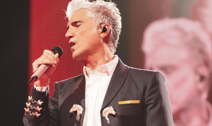 Alejandro Fernández rinde tributo a Joan Sebastian con 'Eso Y Más'