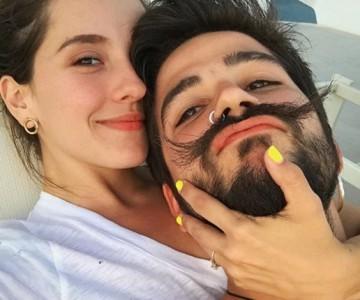 """Camilo le hace un """"tatuajito secreto"""" a Evaluna"""