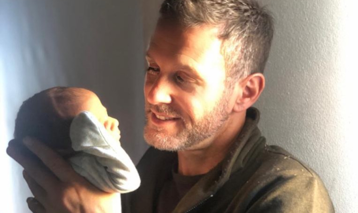 Axel se convierte nuevamente en padre durante la cuarentena