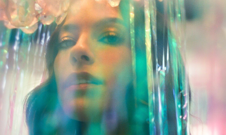 Debi Nova lanza su cuarto álbum de estudio titulado '3:33'