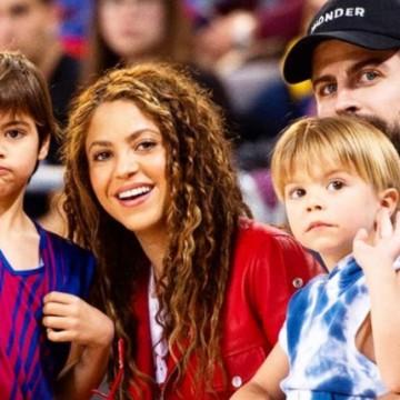 Shakira es captada disfrutando de la playa con sus hijos