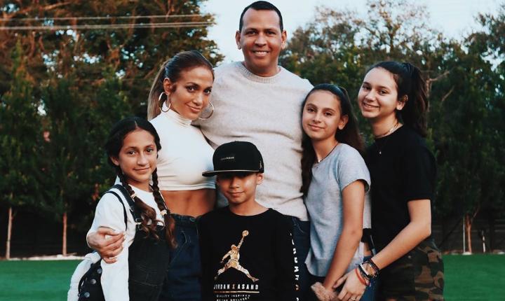 Jennifer López presenta en redes a nuevo integrante de la familia