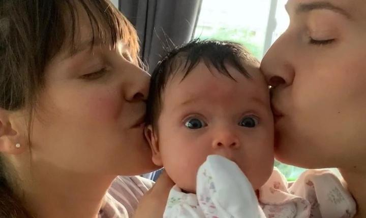 Hanna de Ha*Ash muestra truco que Ashley le enseñó a su hija
