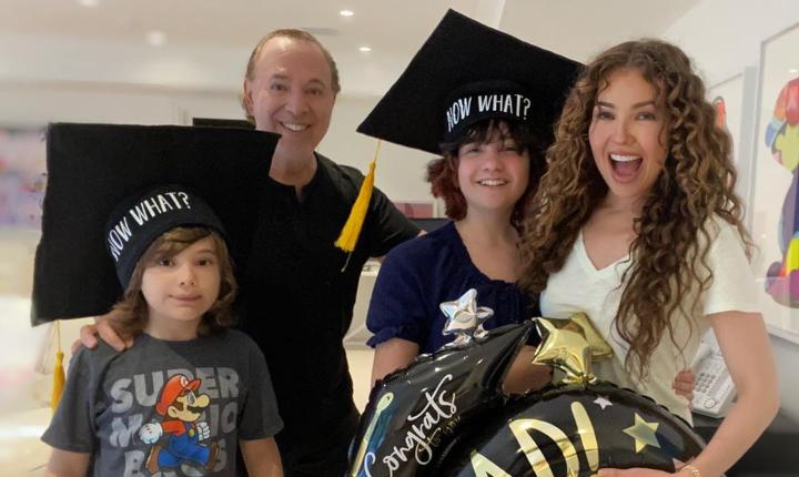 Thalía habla de su experiencia con clases virtuales de sus hijos