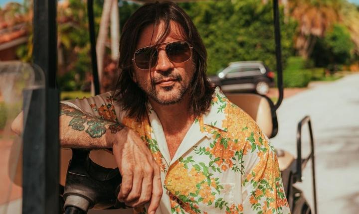 Juanes revela que se robó un carro en Miami