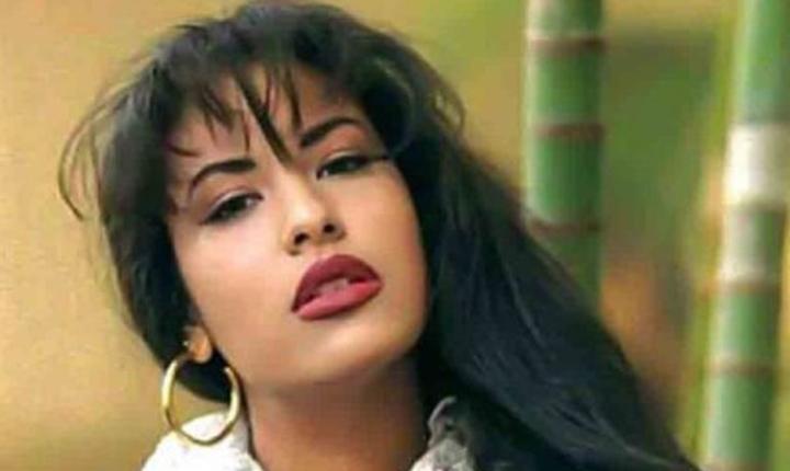La doble de Selena que causa furor en redes